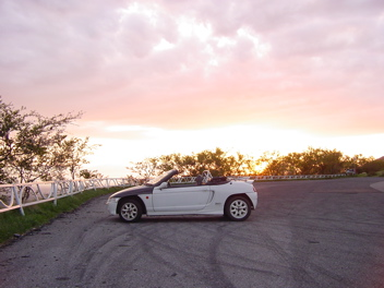 夕日をバックに筑波山にて/ビート