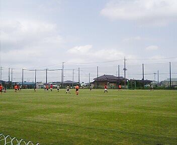 しらこばと運動公園でサッカー